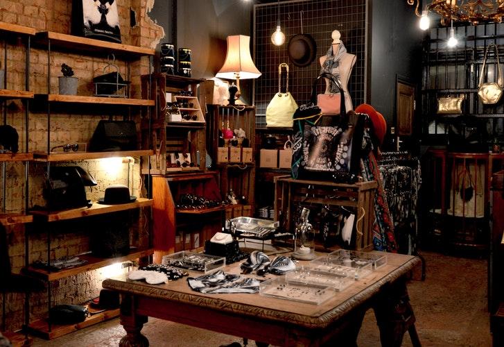 Bob maintenance - aménagement magasin - image de boutique casual, jeans et bijoux et accessoires